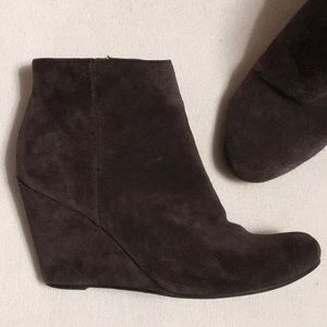 Dolce Vita Gray Suede Wedge Ankle Boots sz 7.5